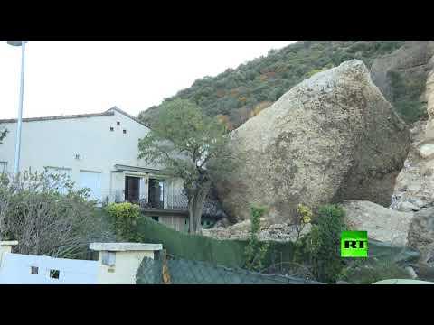 شاهد انهيار أرضي في جنوب فرنسا يدمر عدة منازل