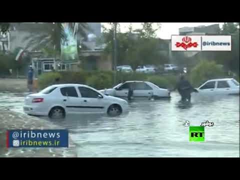 مياه الأمطار تغرق شوارع مدينة بوشهر الإيرانية