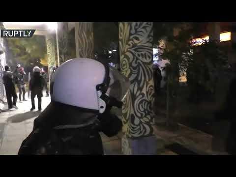شاهد احتجاجات في اليونان في ذكرى مقتل فتى على يد شرطي