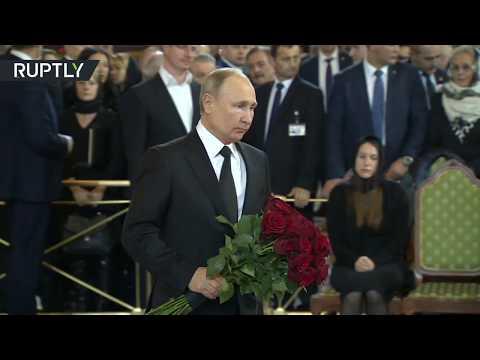 الرئيس الروسي يحضر مراسم تشييع جثمان عمدة موسكو السابق