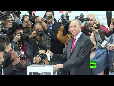 مرشحا الرئاسة الجزائرية عبد القادر بن قرينة وعز الدين ميهوبي يدليان بـصوتيهما في الانتخابات