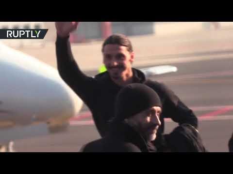 إبراهيموفيتش يحط الرحال في ميلان وسط استقبال جماهيري