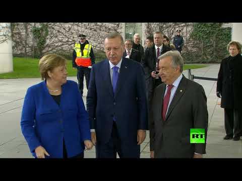 شاهد رجب طيب أردوغان يخاطب أنغيلا ميركل لحظة لأخلع معطفي