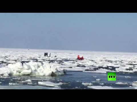 شاهد إنقاذ 250 صيادًا من ورطة الأسر الجليدي