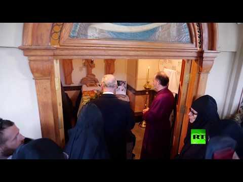 شاهد الأمير تشارلز يزور قبر جدته في القدس