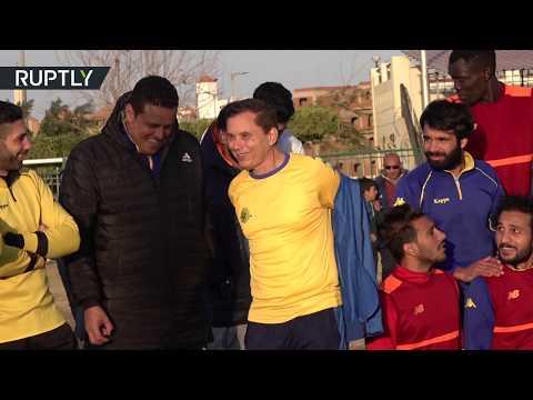 شاهد مصري يصبح أكبر لاعب محترف في تاريخ كرة القدم
