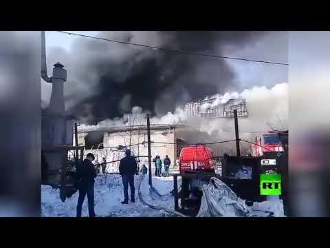 شاهد حريق كبير في مصنع بلاستيك في روسيا