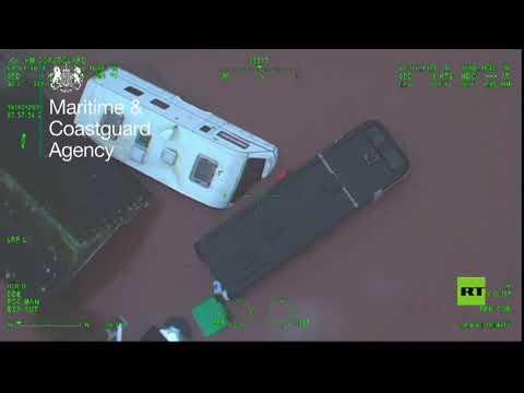 مروحية خفر السواحل تنقذ سائقًا من الغرق في بريطانيا
