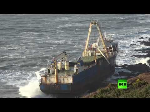 شاهد سفينة أشباح تظهر قرب الشواطئ الأيرلندية بسبب العاصفة دينيس