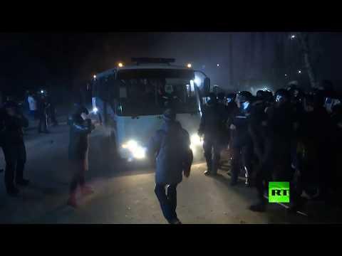شاهد الأوكرانيون يهاجمون حافلات تقل مواطنين عائدين من ووهان