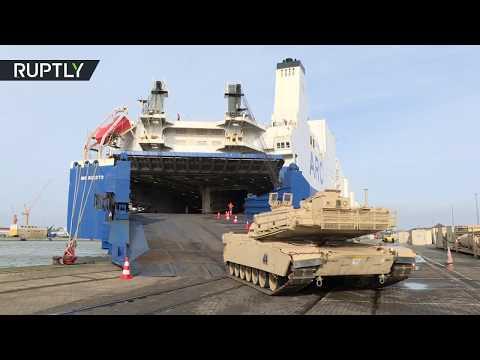 شاهد تفريغ العربات العسكرية الأميركية في ميناء ألماني