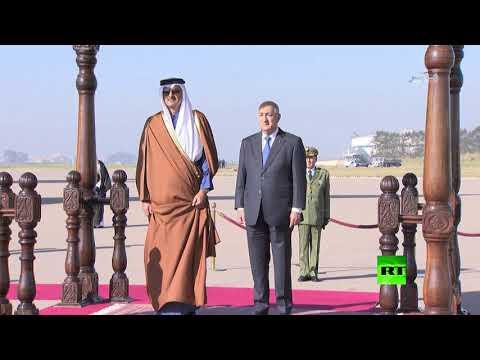 شاهد لحظة استقبال الرئيس الجزائري لأمير قطر
