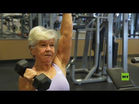 شاهد مسنة بممارستها الرياضة تلهم مئات آلاف الناس على التمرين