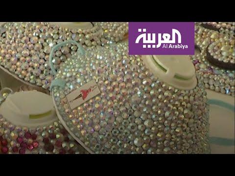 شاهد أردنية تصنع كمامة على الموضة مزينة بالأحجار اللامعة