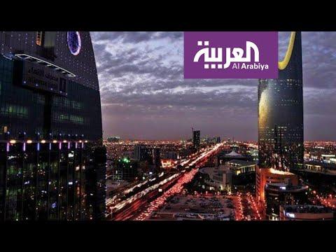 شاهد سعوديون ينشدون لوطنهم أثناء منع التجول من شرفات المنازل