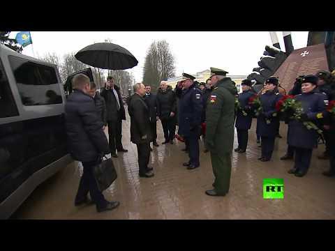 بوتين يحيي ذكرى الجنود الذين سقطوا في الحرب الشيشانية ويلتقي أقربائهم