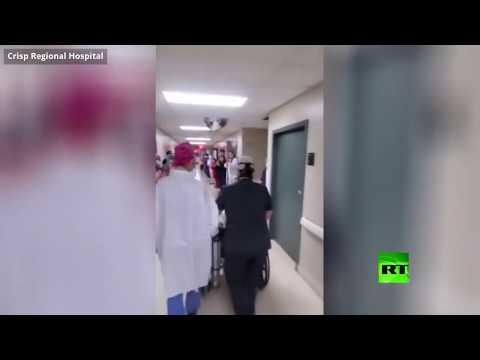 تفاعل أطباء في مستشفى أميركي مع خروج مصاب بـكورونا