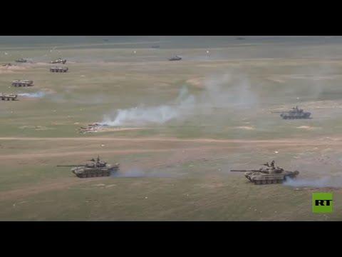 روسيا تستعرض القدرات القتالية لدبابات الجيش في ميادين القتال