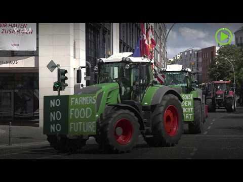 شاهد أكثر من 100 سائق جرار ومزارع يتظاهرون في ألمانيا
