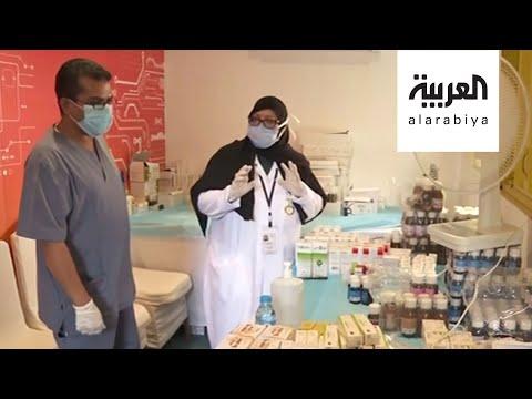 ستينية تشارك الفرق التطوعية تقديم الخدمات لسكّان مكة