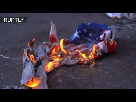 متظاهرون يلقون زجاجات حارقة باتجاه السفارة الأميركية في اليونان
