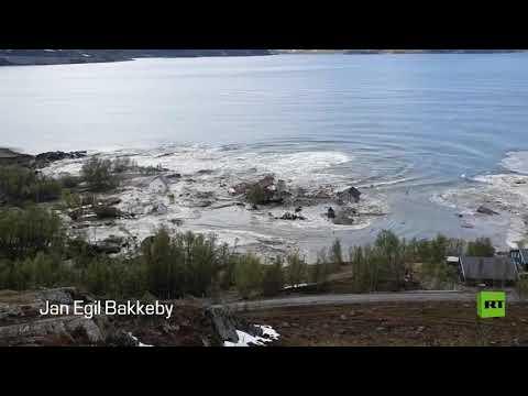 انزلاق أرضي يجرف بلدة نرويجية كاملة إلى البحر