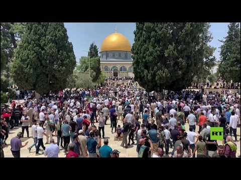 شاهد عشرات الآلاف يؤدون صلاة الجمعة في المسجد الأقصى