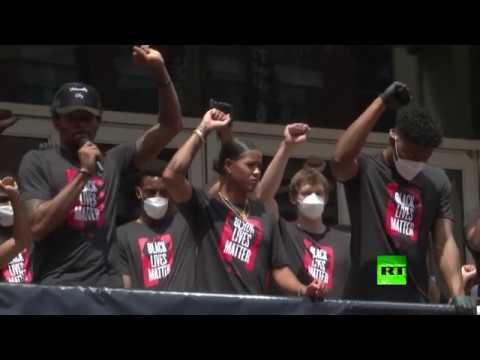 لاعبو كرة السلة ينضمون إلى مسيرة حياة السودة مهمة في واشنطن