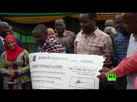 عامل منجم في تنزانيا يُصبح مليونيرًا بعد بيعه لـ2 من الأحجار النفيسة