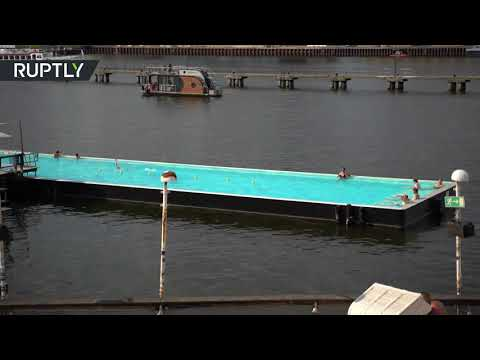 شاهد سكان برلين الألمانية يتوجهون إلى سفينة الحمام بسبب موجة الحر