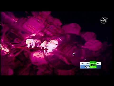شاهد رائدا الفضاء كريس كاسيدي وبوب بنكن يخرجون إلى الفضاء المكشوف