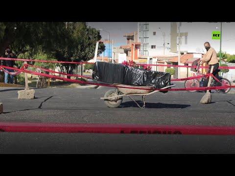 شاهد جثمان وسط الشارع لأحد ضحايا فيروس كورونا في بوليفيا
