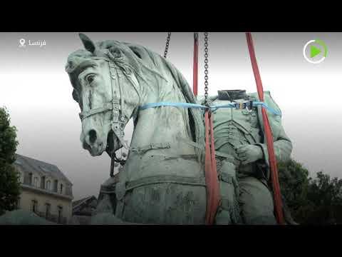 إزالة تمثال نابليون بونابرت من وسط مدينة روان الفرنسية