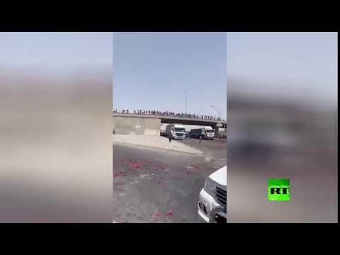 فلاحون عراقيون يرمون بضاعتهم في الشارع
