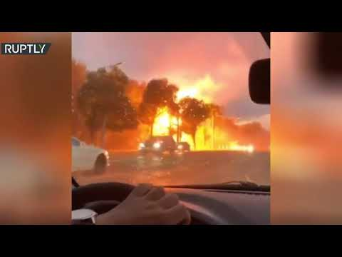 انفجار خط كهربائي بعد أن ضربته صاعقة في روسيا