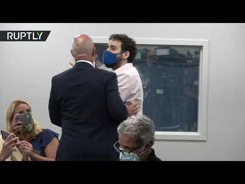 شاهد محتج يقطع كلمة حاكم فلوريدا خلال حديثه عن كورونا