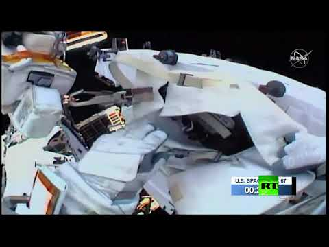 شاهد رائدا الفضاء الأميركيان يستبدلان بطاريات الطاقة في الفضاء المفتوح