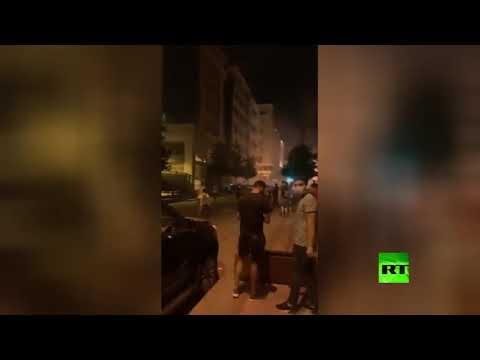 شاهد محتجون يحاولون اقتحام مدخل مجلس النواب في بيروت