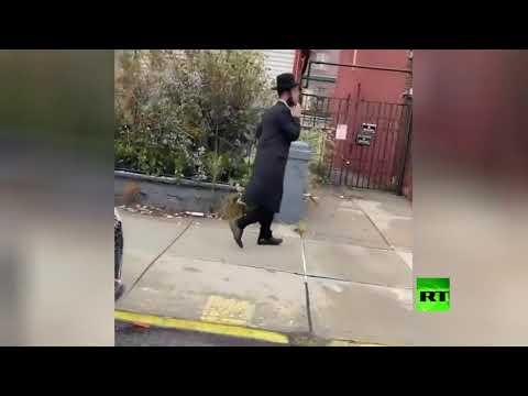 شاهد أميركي يهاجم يهوديًا في مدينة نيويورك بسب الكمّامة