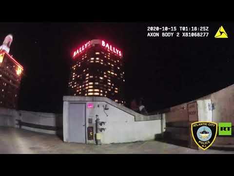 لحظة إنقاذ شرطي لرجلًا أراد الانتحار في الولايات المتحدة